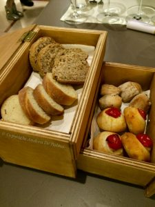 Piccola madia con pane