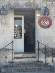 Duca Carlo Guarini-ingresso cantina e punto vendita a Scorrano