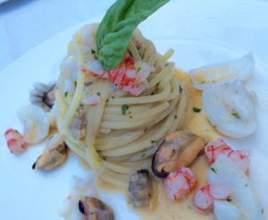 Spaghetto Gentile con frutti di mare in bianco