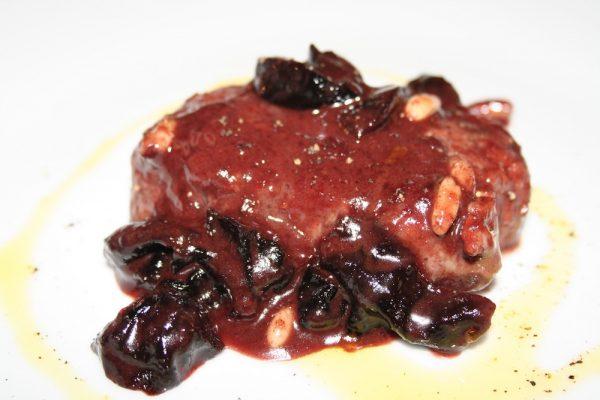 Filetto di Manzo con prugne al cacc'e e mmitte