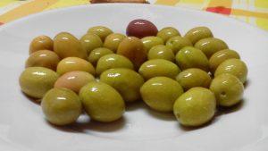 Per iniziare le olive in acqua e sale